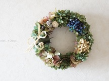wreath:antique